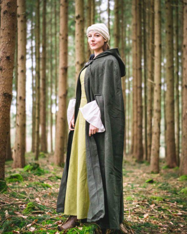 Umhang aus Schurwolle Modell Finnja mit langer Kapuze