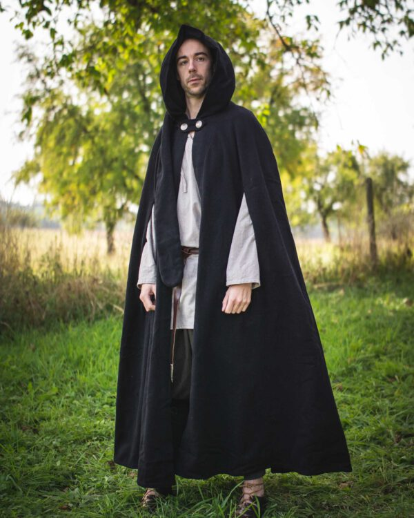 Schurwollumhang mit langer Kapuze Modell Finn